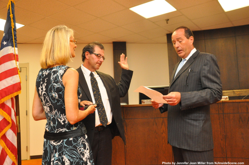 Kevin Kelly swears in Kevin Elvidge, as Judy Foster holds the Bible. Photo by Jennifer Jean Miller.