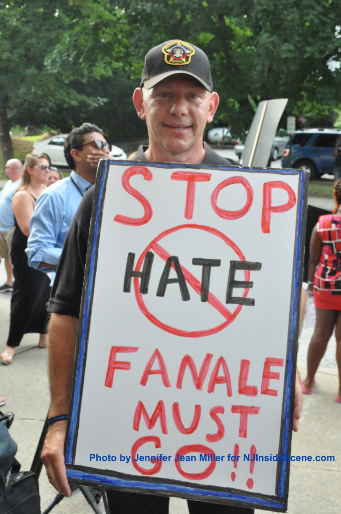 Resident Gar Van Tassel with his anti-Fanale sign. Photo by Jennifer Jean Miller.