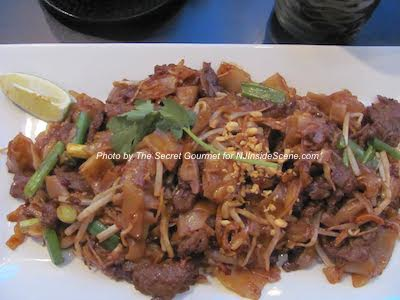 Beef Pad See Ew at Lemongrass. Photo by The Secret Gourmet.