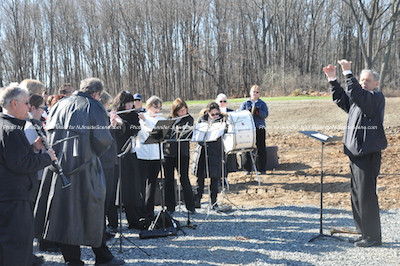 Ken Odgers leads participating community bands. Photo by Jennifer Jean Miller.