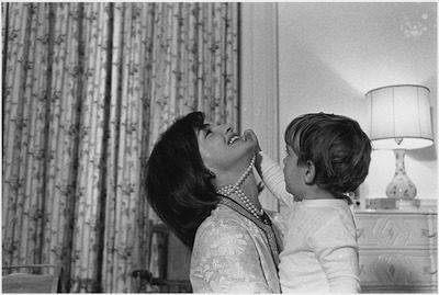 Jacqueline Kennedy with son John John in the White House nursery in Aug. 1962. NARA Public domain image.